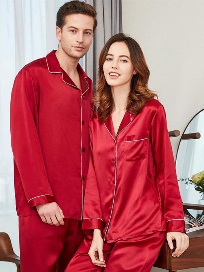 Set pijamale pentru cuplu din Satin Rosu cu vipusca alba