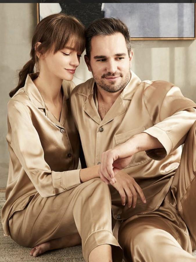 Set pijamale pentru cuplu din Satin Bej cu vipusca alba