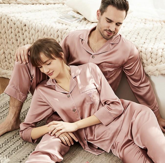 Set pijamale pentru cuplu din Satin Roz Prafuit cu vipusca alba