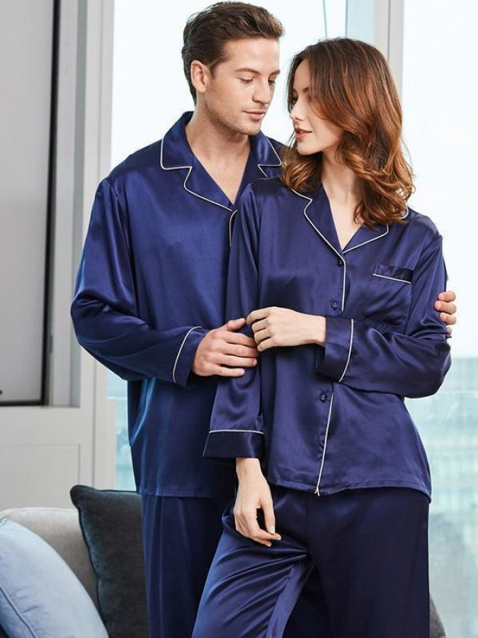 Set pijamale pentru cuplu din Satin Bleumarin cu vipusca alba