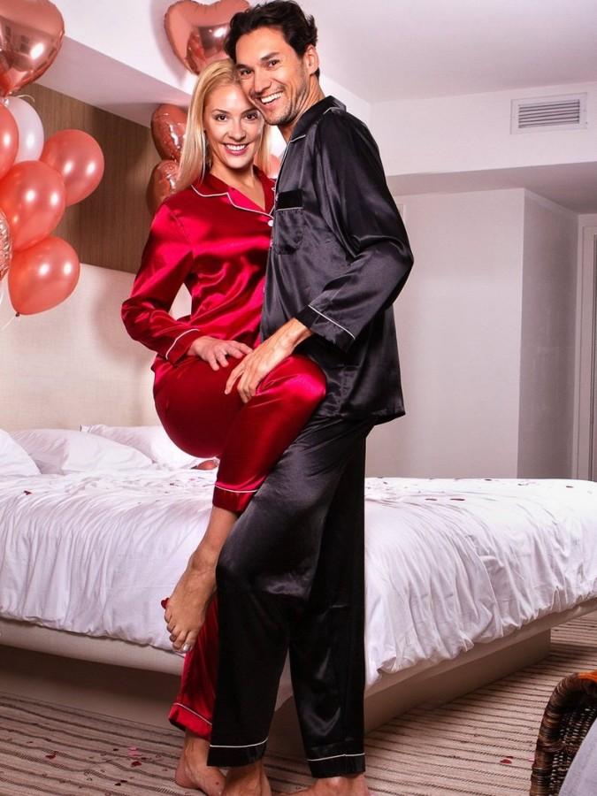 Set pijamale pentru cuplu din Satin Rosu-Negru cu vipusca alba