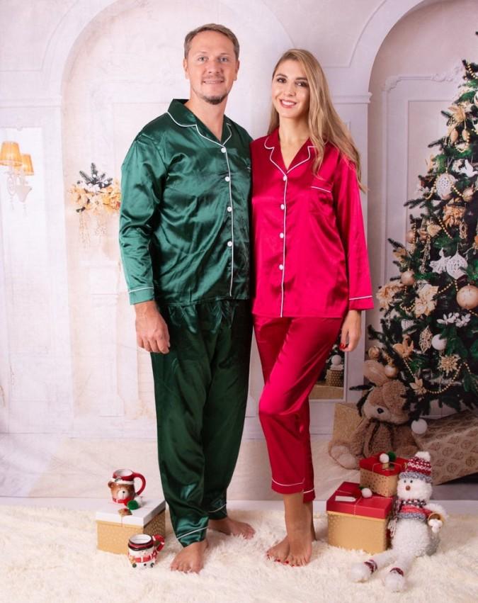 Set pijamale pentru cuplu din Satin Rosu-Verde cu vipusca alba