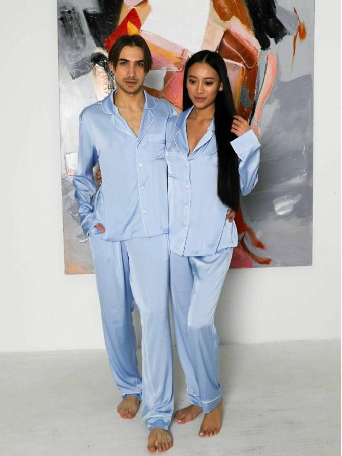 Set pijamale pentru cuplu din Satin Bleu cu vipusca alba
