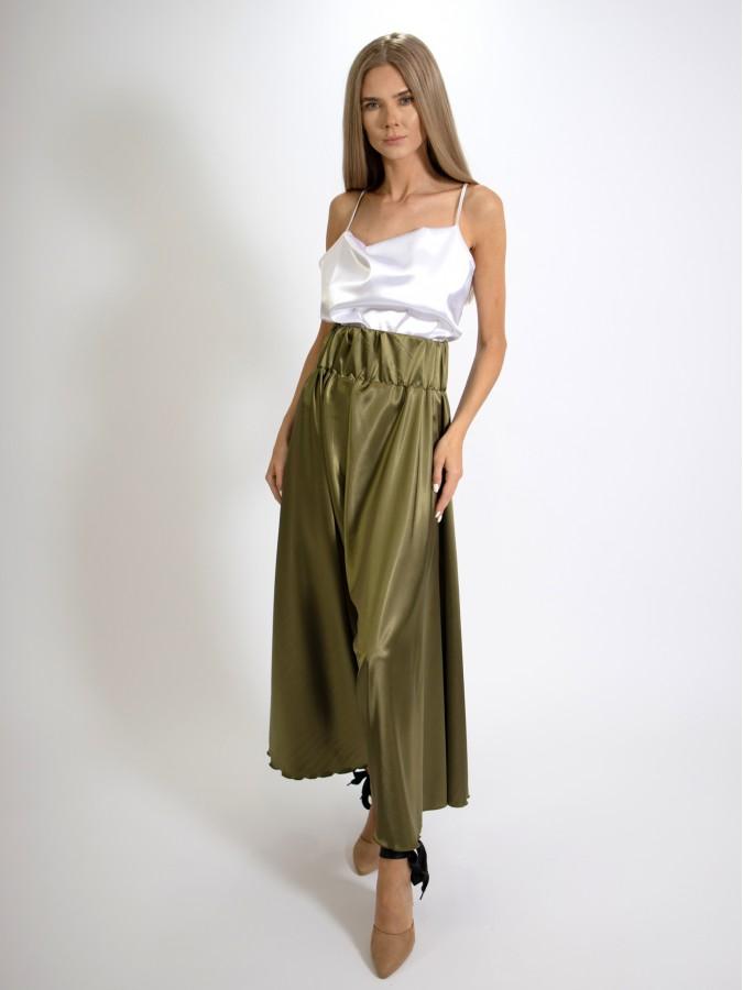 Compleu din doua piese cu maieu alb si fusta pantalon lunga verde olive din Satin