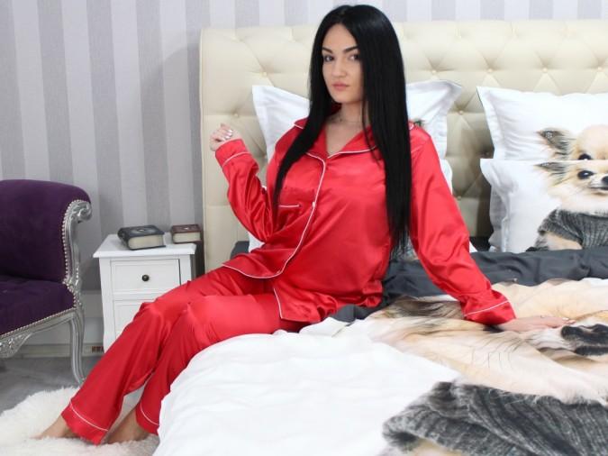 Pijama Luxury din Satin Rosie cu vipusca alba cod PJS2