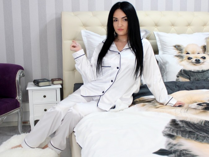 Pijama Luxury din Satin Alba cu vipusca neagra cod PJS1