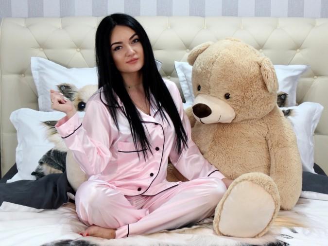 Pijama Luxury din Satin Roz cu vipusca neagra cod PJS4