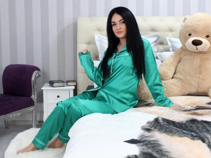 Pijama Luxury din Satin Verde cu vipusca alba cod PJS9