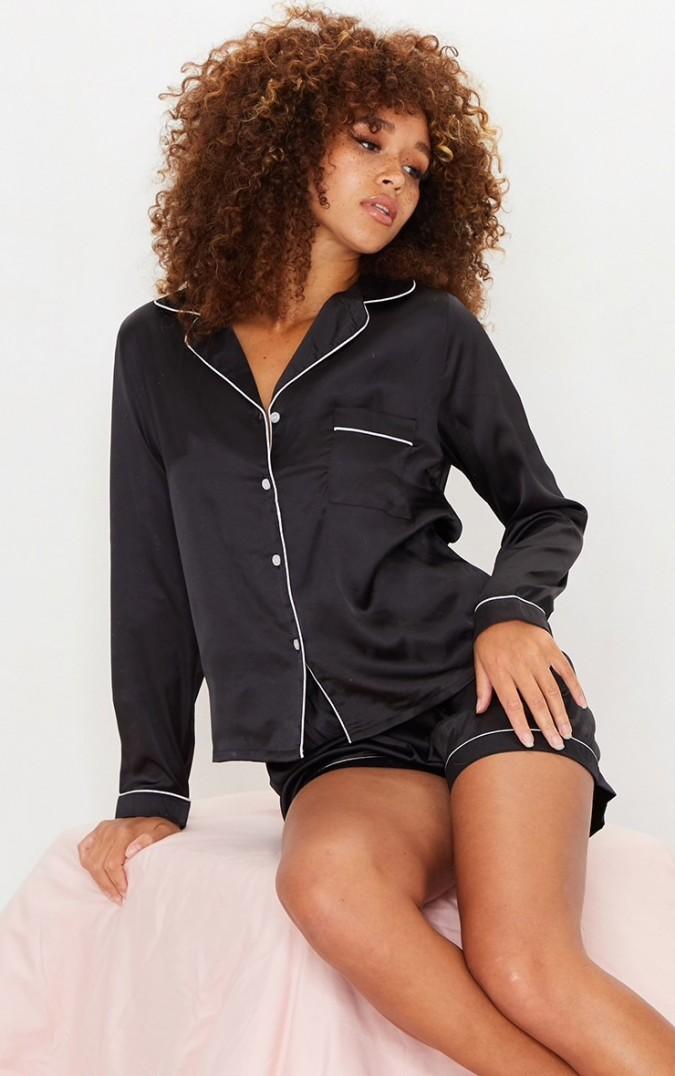 Pijama Luxury din Satin Negru cu vipusca alba cod PJS112